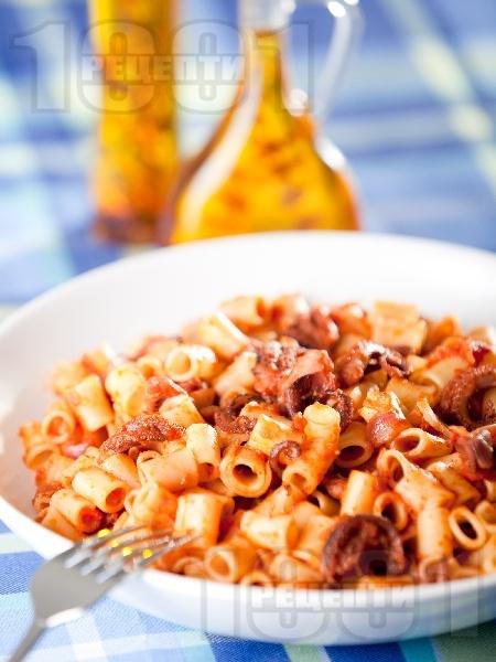Паста с октопод и домати - снимка на рецептата